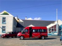 Óstan Thoraí / Tory Hotel with Tory Island bus in front