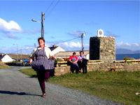 M�ire Bn Mhic Fhionntaigh of Caife an Chreag�in dancing to the music of Patsy Dan Rodgers